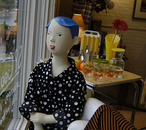 Kalman willy mannequin in psaw window