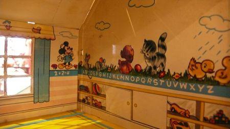 Marx tin dollhouse, dollhouse micky mouse room, dollhouse alphabet