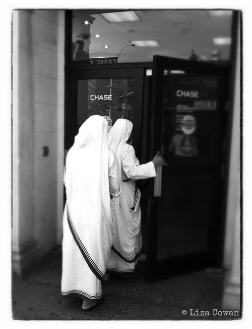 Liza Cowan, nuns enter Chase Manhattan Bank photo ©Liza Cowan