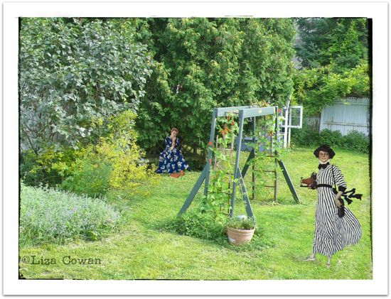 Time traveling visitors in the garden ©Liza Cowan