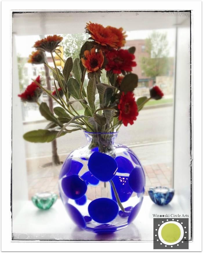 AO! Glass vase photo ©Liza Cowan