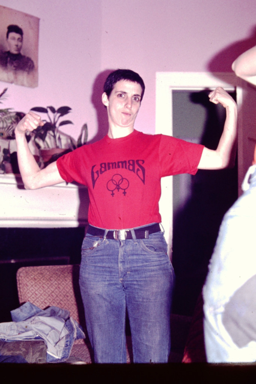 Alix Dobkin circa 1975 wearing t shirt from women's bookstore Lammas. Photo ©Liza Cowan