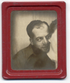 Photobooth_man_and_neck_red_frame